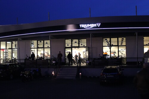 motorrad h ndler triumph retail gmbh niederlassung frankfurt. Black Bedroom Furniture Sets. Home Design Ideas