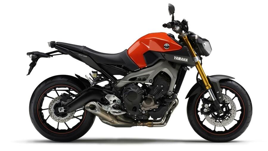 2014-Yamaha-MT-09-EU-Blazing-Orange-Studio-002.jpg