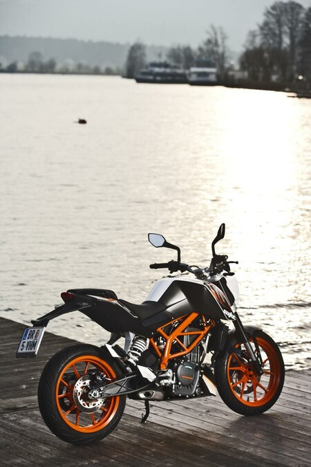 ktm 390 duke. Black Bedroom Furniture Sets. Home Design Ideas