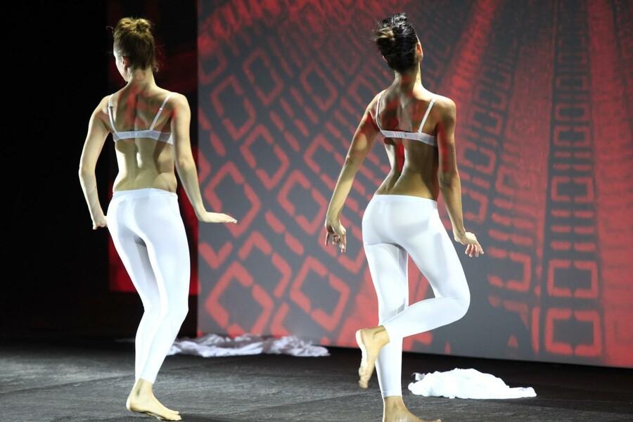 ducati pr sentation mailand girls dancing. Black Bedroom Furniture Sets. Home Design Ideas