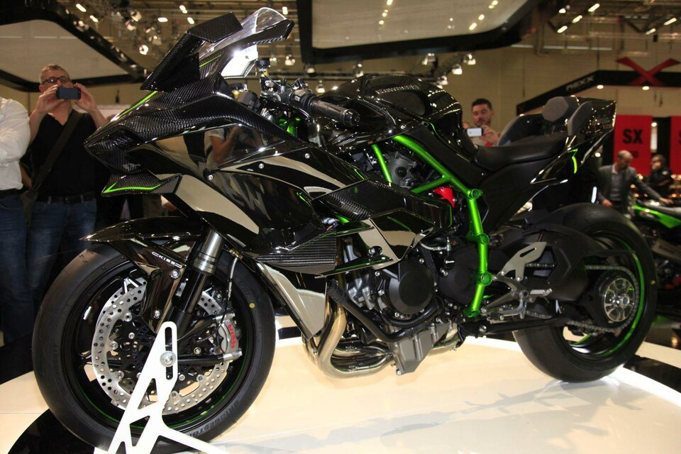 kawasaki ninja h2r 2015 supersport motorrad mit 300 ps. Black Bedroom Furniture Sets. Home Design Ideas