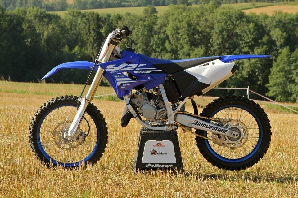 testbericht zu den yamaha motocross modellen yz125 und. Black Bedroom Furniture Sets. Home Design Ideas
